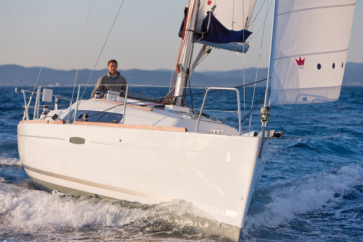 Photo of learning to sail Beneteau Oceanis with Royal Queensland Yacht Squadron